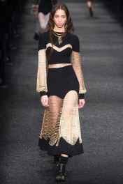 Alexander McQueen doesnt disappoint with this black and gold set! Ugh its so gorgeous I'd wear it all over!