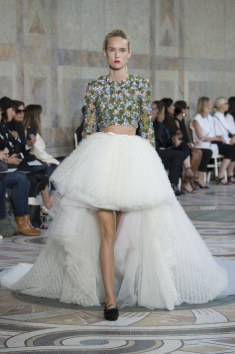 Giambattista Valli Really stunned me with this look. I love a good Peticoat Inspired skirt. Paired with the crop top this is High fashion heaven for an urban girl.