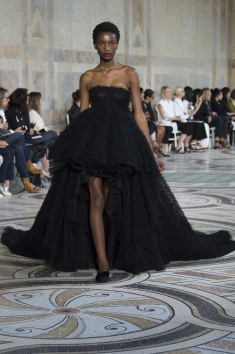 Giambattista Valli continue this super cute puffed dress with trial. I love this style its so fun and sexy and all the good things.