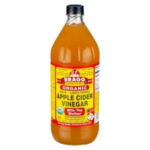 Apple cider vinegar for cleansing and detangling