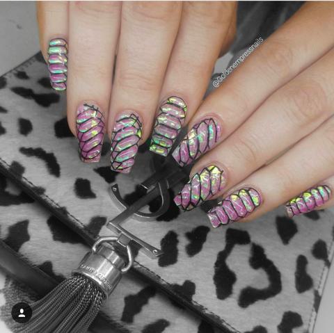 Crushed shells nail art