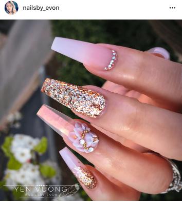 Gold glitter 3d nail design