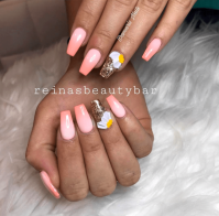 Ombre peach nails with daisy flower