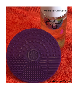 cLEANSING MAT CLOSE UP