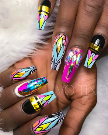 Find this nail tech on IG @Vo.tino