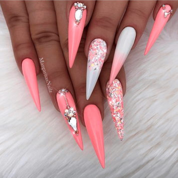 Find this nail tech on IG @margaritasnailz