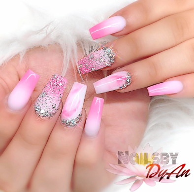 Pink and white ombre nails art